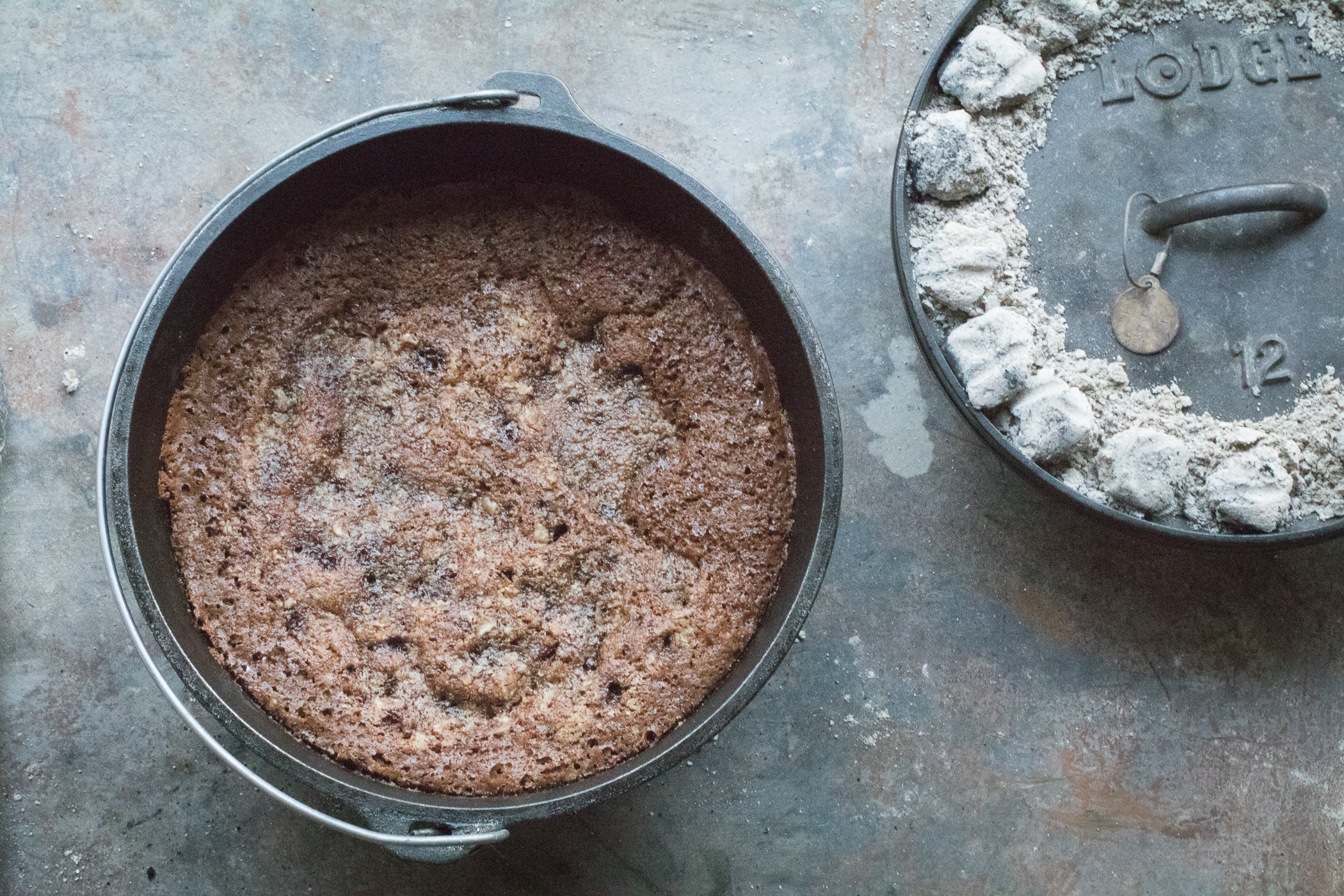 gingerbread-in-camp-dutch-oven